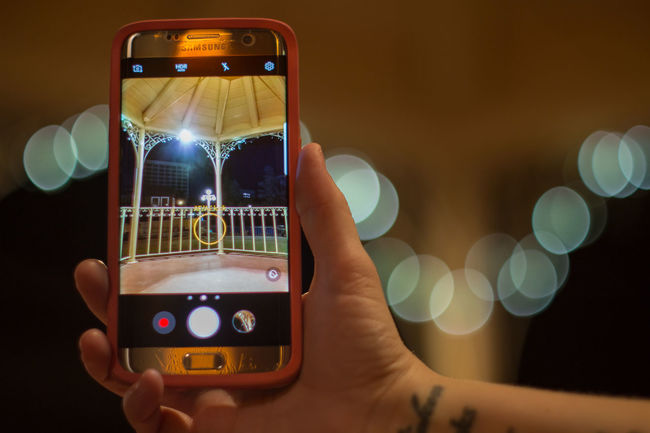 Bokeh Cellphone Close-up Communication Device Screen Digital Display Holding Human Body Part Human Hand Illuminated Mobile Phone Night One Person Photographing Photography Themes Portable Information Device Real People Screen Smart Phone Technology Touch Screen Touching Wireless Technology Yashinon Yashinon DX 50mm F1.4