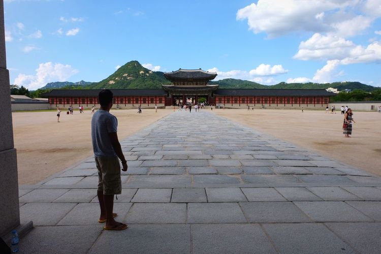 Lost in a thought Korean Traditional Architecture Korean Adult Outdoors People Real People History Architecture Culture Of Korea Travel City Sky Temple - Building Temple