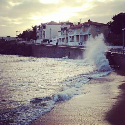 Grandes marées en Vendée!! Vendée Mer Ocean Plage Beautiful France Frenchcoast Coast Saintgillescroixdevie Vagues Sea Beach Amazing Eau Sun Soleil