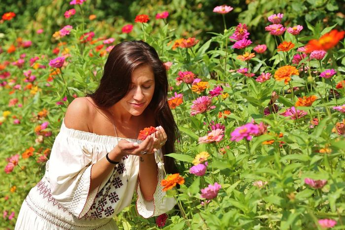 Colors Pocahontas  Tranquility Beautiful Woman Beauty Day Flower Fragility Grin Native American Nature One Person Outdoors Plant Tan Skin Wild Flowers Young Adult
