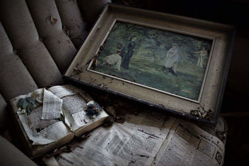 Frame No People Close-up Indoors  Lonely Canon EOS 600D Lostplace Lost Lostplaces Lost Places Pictureframe Picture Book