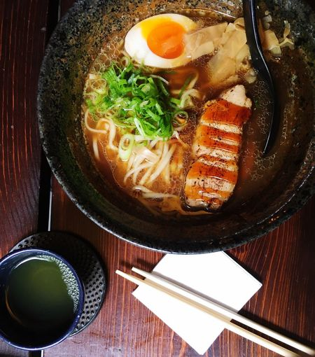 Halbes Ei in Brühe Lunch Bowl Lunch Tea Restaurant Ramen Food Freshness Ready-to-eat Wellbeing Bowl Indoors  High Angle View Table No People Asian Food Soup Egg