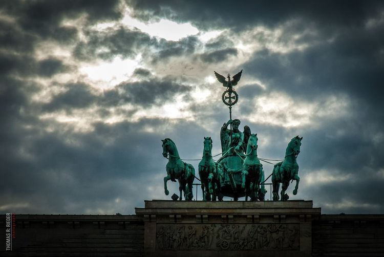 Berlin Brandenburger Tor Quadriga Sky Clouds And Sky