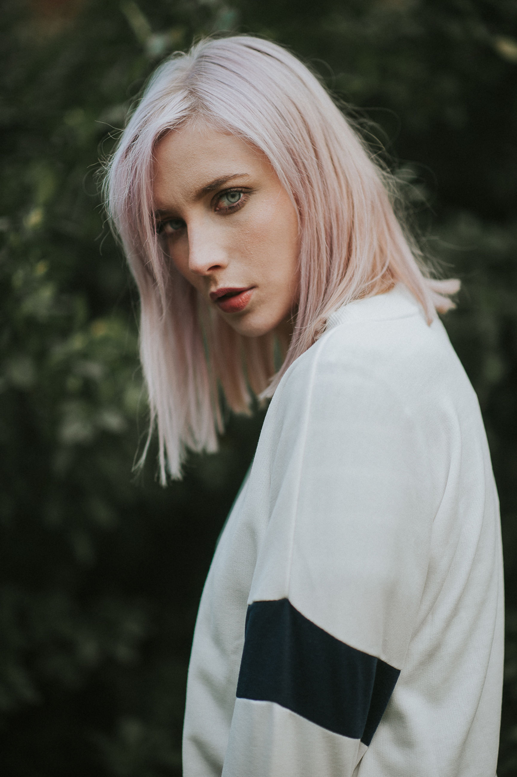 young adult, blond hair, young women, portrait, beauty, fashion, one person, nature, one young woman only, focus on foreground, close-up, outdoors, headshot, adult, people, only women, standing, beautiful woman, dyed hair, one woman only, day, adults only, tree, human body part