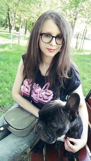My lover bulldog Long Hair Portrait Day Eyeglasses  Front View One Person Sitting Looking At Camera Lifestyles Smiling Outdoors Real People People Tree Nature One Young Woman Only LastWeek Poland 💗 Atmospheric Week Of Poland EeyemBestEdits Nature Polandways Weekly Best Week Of Eyeem