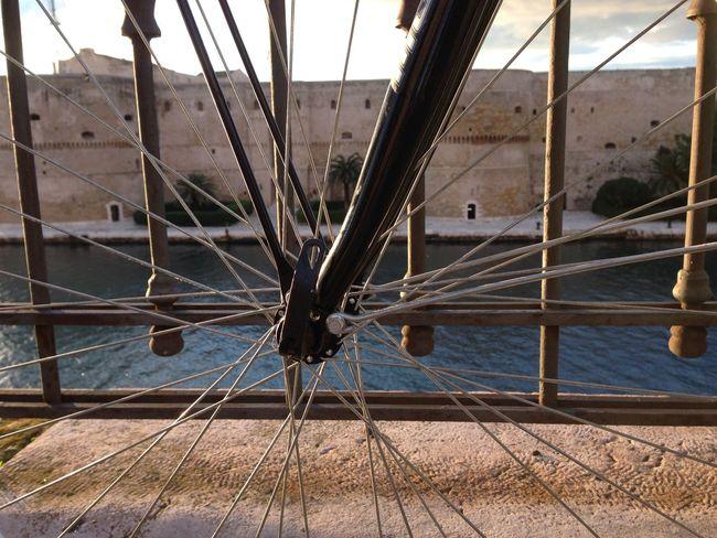 Bici Bicicletta Bike Castello Aragonese City Bike Lungomare Raggi Ruota Taranto Tramonto Battle Of The Cities Maximum Closeness