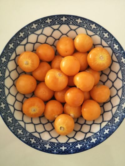 Directly above shot of oranges in bowl on table