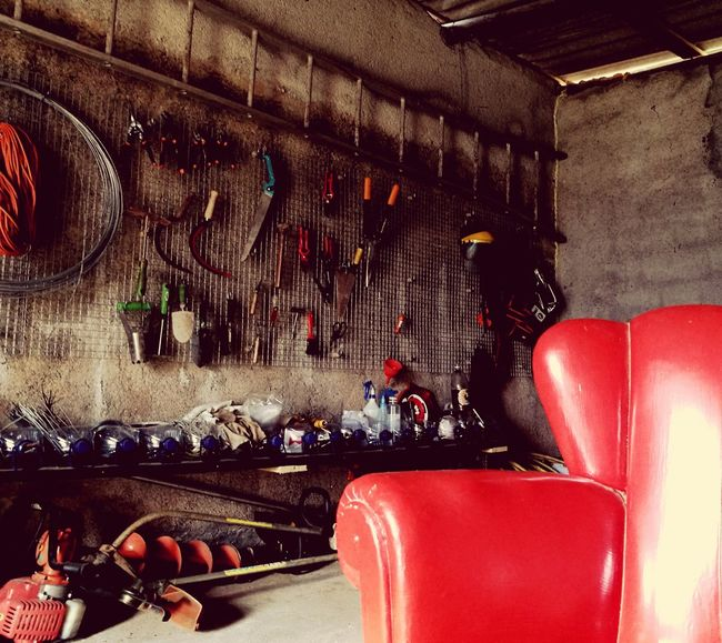 Organized. Garage Gardening Redsofa Tools Gardentools Country Country Life Countryside Country Living HuaweiP9 Huawei P9 Leica Capture The Moment From My Point Of View Beauty No People Raining Outside