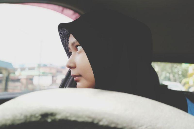 Muslim Muslim Woman Islam Young Women City Women Headshot Car Beautiful Woman Close-up