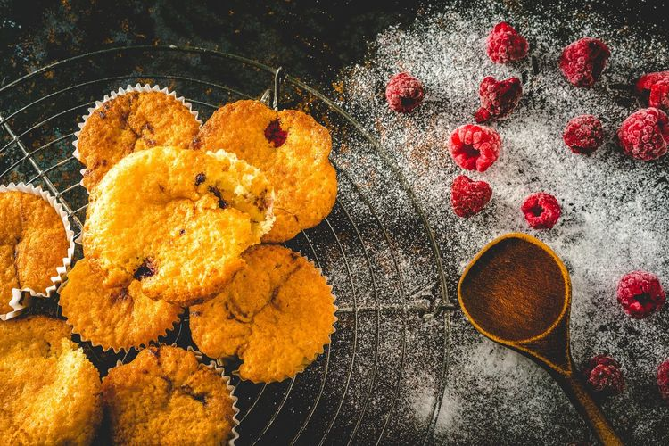 Muffins with raspberries Himbeeren Backen Foodie Foodporn Foodphotography Foodfotografie Hello World First Eyeem Photo EyeEm Best Shots EyeEm Selects Muffins Raspberries Food And Drink High Angle View Food No People Still Life Freshness Indoors  Directly Above Wellbeing Sweet Food Baked