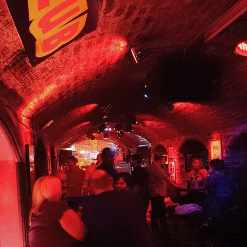A disfrutar de cervezas, música en directo e historia Itsliverpool