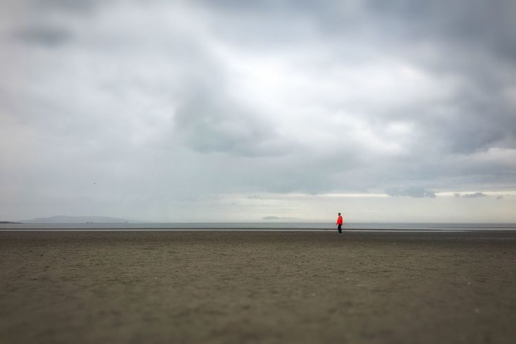 IPhoneography From My Point Of View Minimalism Minimalobsession Seascape Seascape Photography Beach Beachphotography Red Light Negative Space