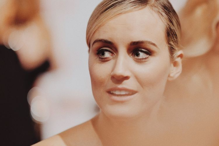 The Portraitist - 2017 EyeEm Awards One Person Focus On Foreground Portrait Front View Headshot Blond Hair Beautiful Woman Taylor Schilling Netflix Orange Is The New Black Actress BYOPaper! EyeEm Best Shots Candid Beautyisourduty