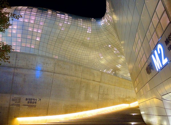 Dongdaemun Design Plaza is a modern architecture in Seoul designed by Zaha Hadid Architecture Center City Korea Modern Architecture Seoul Zaha Hadid Architects Art cityscapes Design Dongdaemun Dongdaemun Design Plaza Landmark Landscape Night Shopping Mall Zaha Hadid