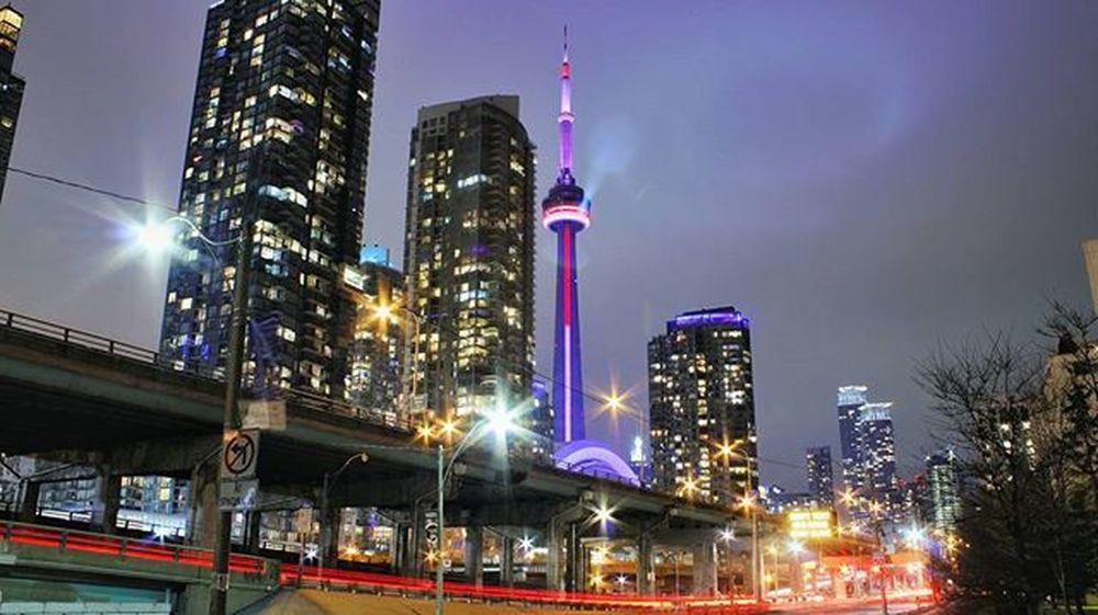 Toronto TorontoCLICKS Ontario Mybackyard Mycity Night Nightout Nightlife Cntower Cn Longexposure Rogerscentre Citylife City Citylights