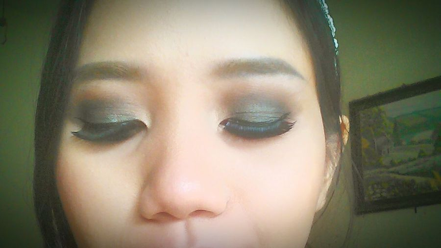 My Hobby is play with Makeup and Nailpolish. Make me more different and Beauty is fun but beauty inside is number 1. Asiangirl Taking Photo Makeupbyme Makeupoftheday The Week On EyeEm