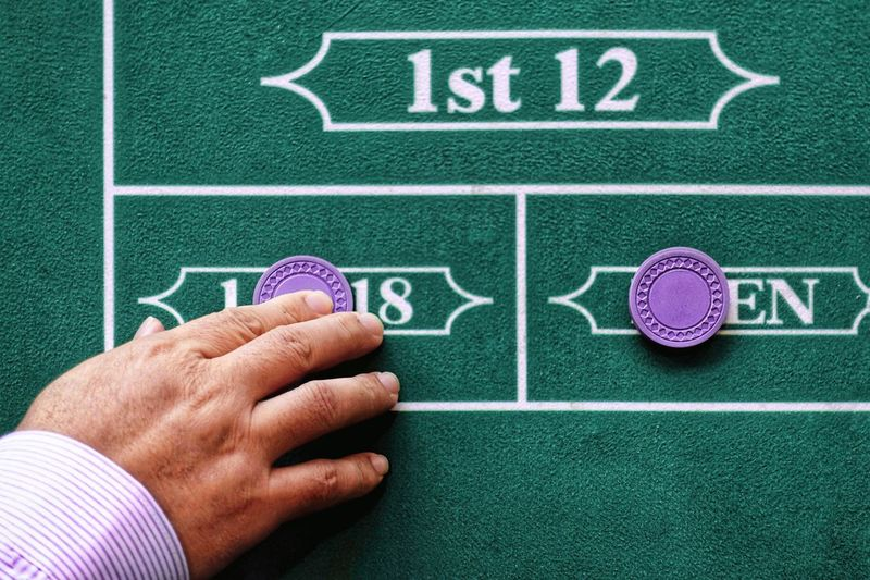 My lucky day Casino Bet Background Texture City Lifestyle City Life Luckyme Lucky Human Body Part Human Hand Sport Hand People Green Color Adult Leisure Activity Men Playing Leisure Games Communication Purple Gambling