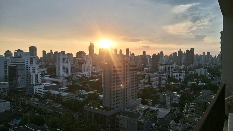 Thonglor BKK Loving Sunset Happy