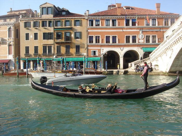 Veneza Venice Canals Venice Venezia Gondola Canal Grandcanal Sailing Rialto Rialtobridge Italia Italy Residential Structure Residential District