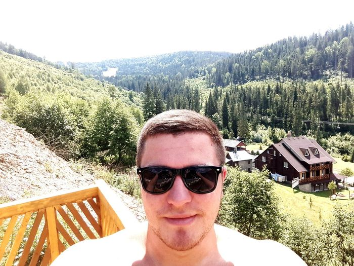 😎🌝🌍🤘💪😎😎😆 Sunglasses Portrait Day One Person Looking At Camera Outdoors Tree Summer Real People One Man Only Mountain Lifestyles Cloud - Sky Happy People Happiness Cool Fashion Relaxation Smiling People Summertime Crazy Moments Mountains Nature Sky