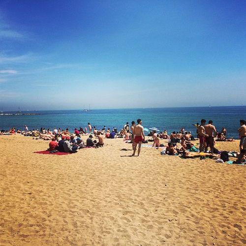 Ma non si sta nemmeno tanto male qui eh :) Sea Barcelona Barcellona Beach Mojito Sangria Fiesta Eusalounhastagognitanto
