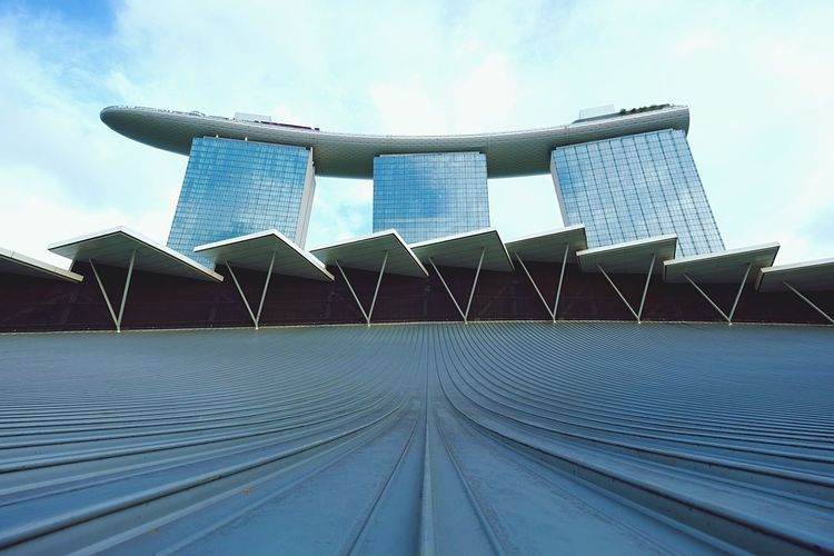 Marina Bay Sands Hotel... Marina Bay Sands Hotel Singapore Architecture Learn & Shoot: Leading Lines ExploreSingapore Visualsgang Learn & Shoot: Simplicity Lookup Sky Shape Grand