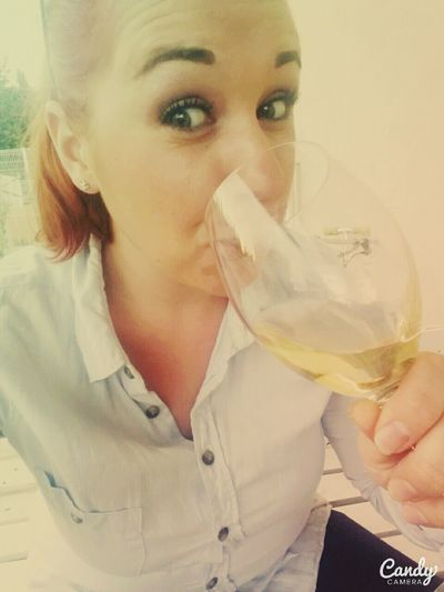 White wine !! 🍷❤ Me Summertime Wine Whitewine Lovewhitewine Friendwork Soirée Lovesummer Photooftheday Eyemewine