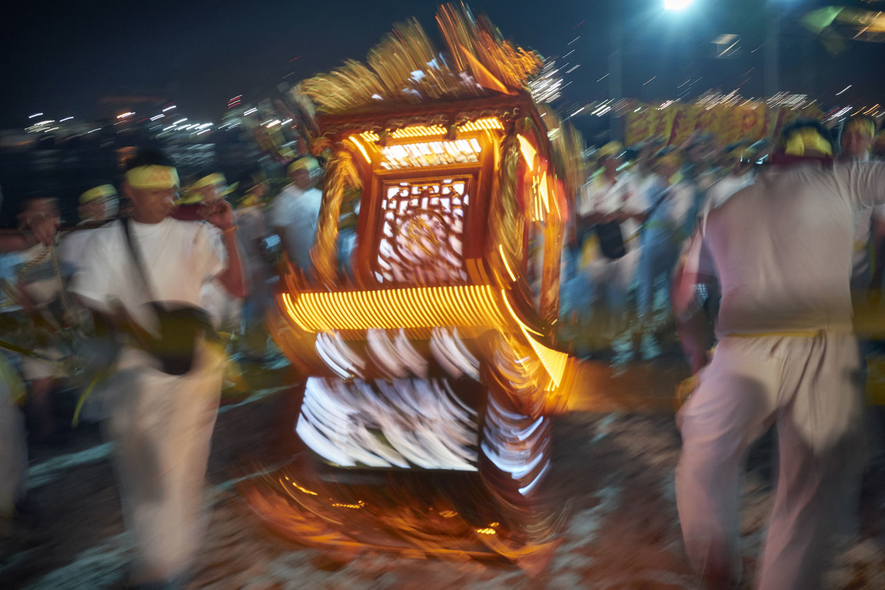 blurred motion, night, speed, arts culture and entertainment, motion, illuminated, amusement park, amusement park ride, leisure activity, real people, fun, carousel, men, outdoors, people