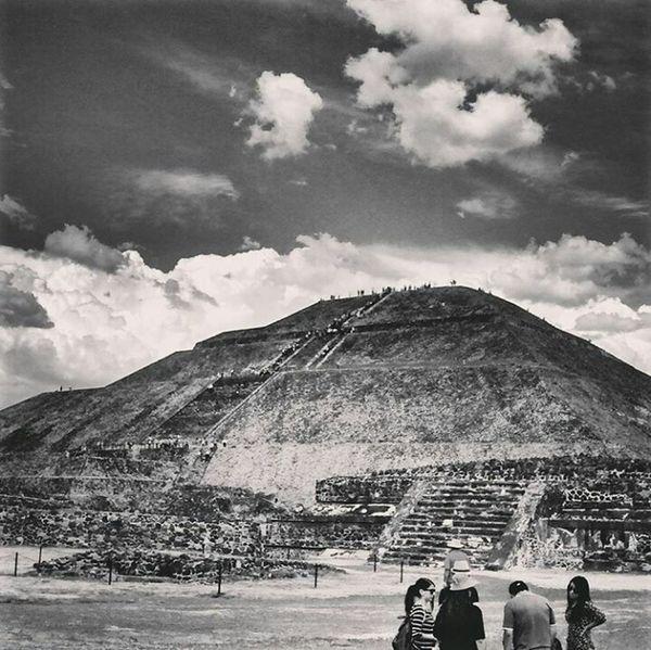 *-...~México Prehispánico, Teotihuacan~...-* Hello World Hi! Mexico Teotihuacan Piramide Del Sol Piramide Blackandwhite Igermexico Sun Arqueology Arqueología Travel Mexicoprehispanico