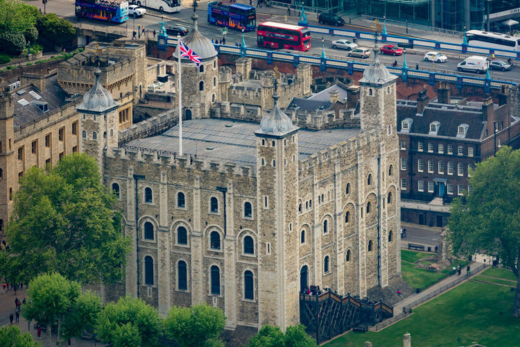 Building Exterior Architecture Built Structure City Plant Tree Day Building Nature Travel Destinations History The Past Car Transportation Travel Mode Of Transportation Incidental People Motor Vehicle Outdoors Tower Of London London Castle Close Up Historic Architecture Stone Flag Green