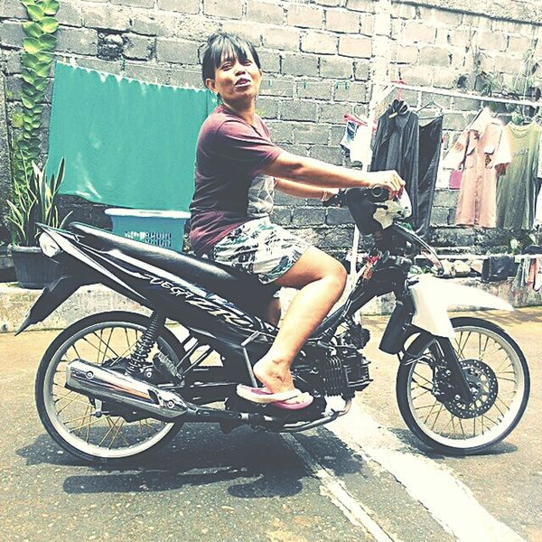 Women Who Inspire You : Mother .... She like Riders and ready to Drag Race . hahahaha dont Judge . becouse Happy is Simple .. Resnapshoot Familly Inspirasi Home Temanggung Java INDONESIA 😊😍