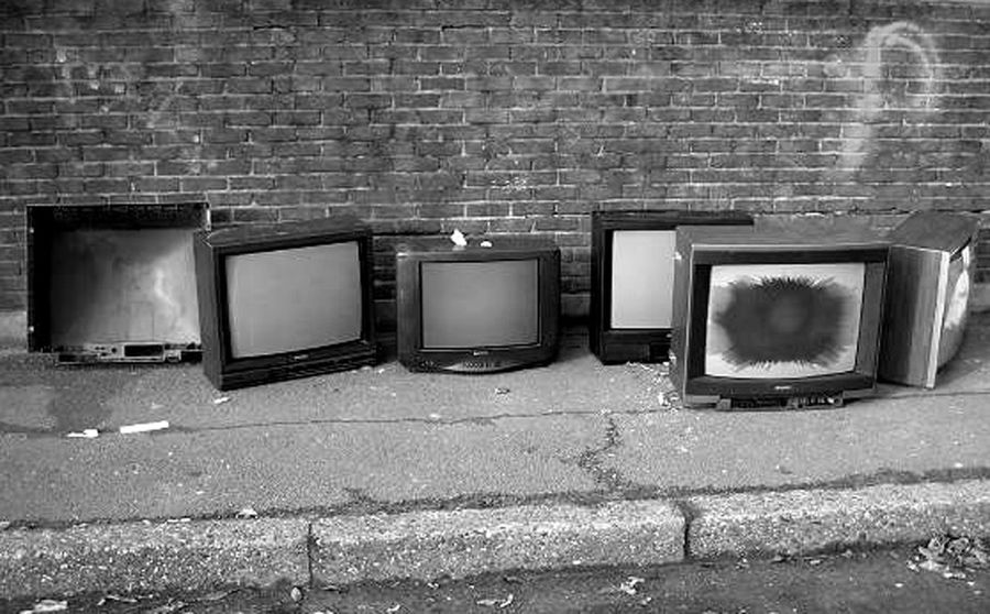 Brick Wall Brussels Day Dirt Dirtness Dirty Brussel Electronics Industry Filth Incivilities Laeken No People Old-fashioned Outdoors Technology Television Industry Television Set The Media Trash TV Wall - Building Feature