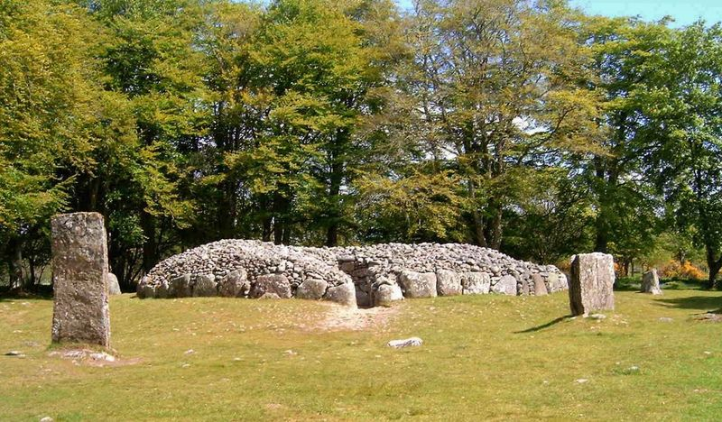 Northeast Clava Cairn, Balnuaran of Clava, (east of Inverness), Scotland. May 2006. Clava Cairns Balnuaran Of Clava Scotland Bronze Age Tombs Bronze Age Burial Chamber Stone Circle Travel Photography Travel Scotland