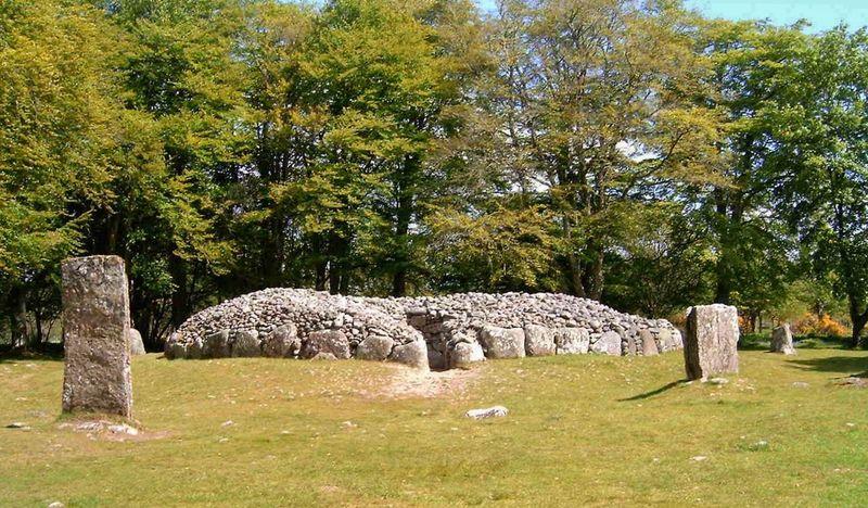 Northeast Clava Cairn, Balnuaran of Clava, (east of Inverness), Scotland. May 2006. Clava Cairns Balnuaran Of Clava Scotland Bronze Age Tombs Bronze Age Burial Chamber Stone Circle Travel Photography Travel Scotland