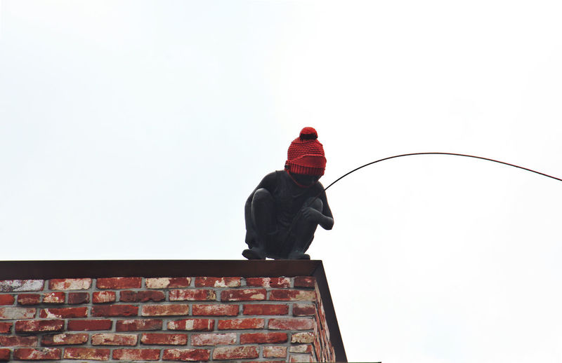 Fishing Knitted Hat Learn & Shoot: Balancing Elements Low Angle Man Red Rooftop Seoul Statue Streetphotography Things I Like Travel Urban Spring Fever Wool Yarn Bombing Showcase April