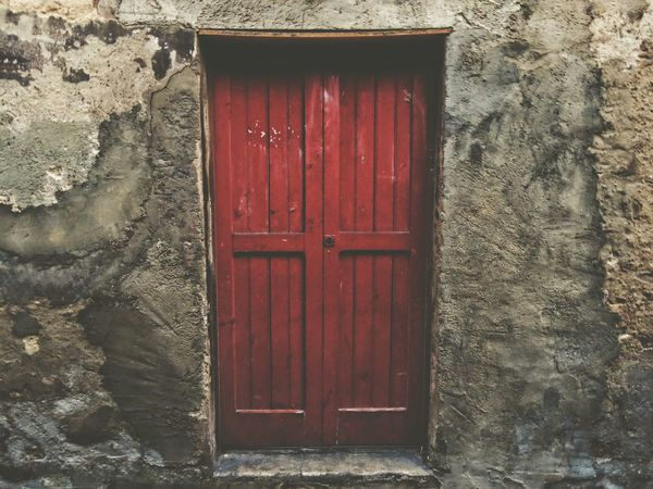Red Door Closed Outdoors Wood - Material Built Structure No People Building Exterior Architecture Day Eyen Marquet Eyengallery Beauty Eyen Gallery Eyens Beautiful Nature Sport Beutiful  Romantic Looking Red Girl Power ParejaPerfecta Puerta People