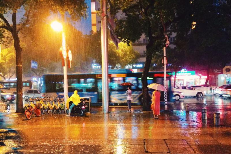 福州 下雨天 等人