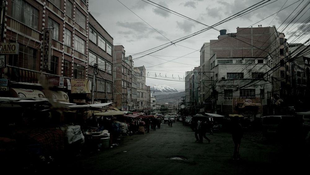 Desde la avenida Max Paredes, el imponente nevado Illimani