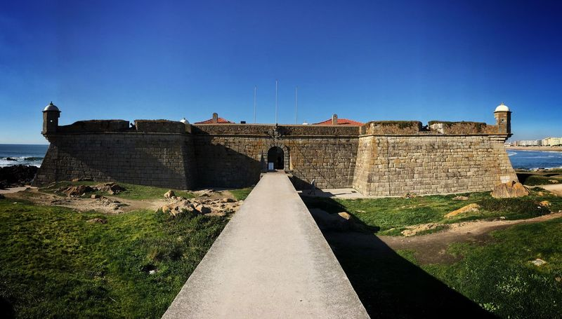 Fort of São Francisco do Queijo, frequently shortened to Castle of the Cheese ( Castelo do Queijo) is a Fortification situated along the Coast of Oporto Portugal Europe Travel Traveling Travel Photography Photography Architecture Built Structure History Outdoors Travel Destinations Fortified Wall Building Exterior Day