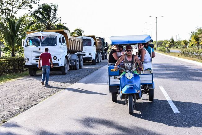Transportation Road Mode Of Transport Full Length Day Outdoors Real People Land Vehicle Togetherness Car Walking Mature Adult Men Women Shadow Adult Sky People Adults Only Santa Clara Cuba Cuba The Street Photographer - 2017 EyeEm Awards Connected By Travel