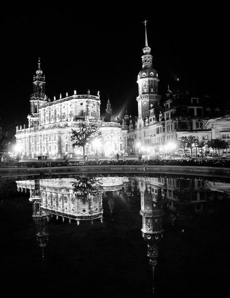 Dresden Dresden - Barock Statt Beton Nightphotography Night Lights Blackandwhite Reflections In The Water Reflection Reflection_collection Barocco Architecture Black Castle Architecture Barock Reflections Church