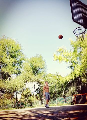 Basketball Basketball ❤ Basketball Practice Sport Good Morning Hello World Summer ☀ Sixpack Aestethic That's Me InTheMorning Lovesummer Streetball Body & Fitness Fitness Fitguy Shirtless Lookgoodnaked