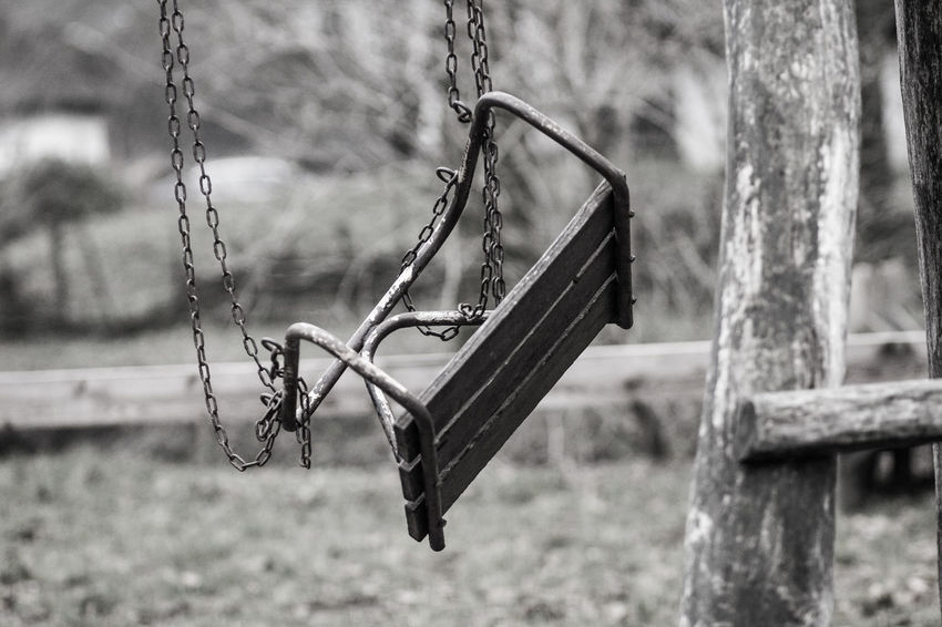 Out Of Service Tree Abadoned Blakck And White Chain Hanging Park - Man Made Space Playground Rope Swing Wooden