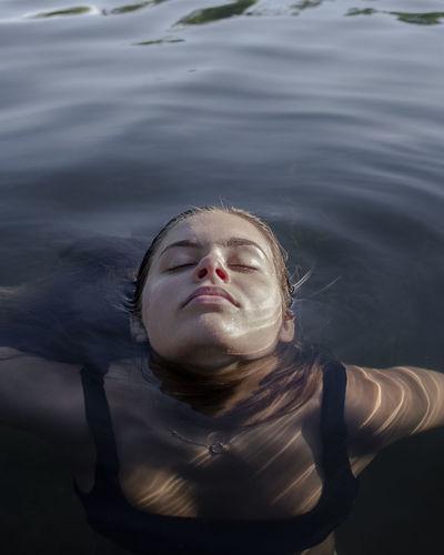 Model relaxing in water