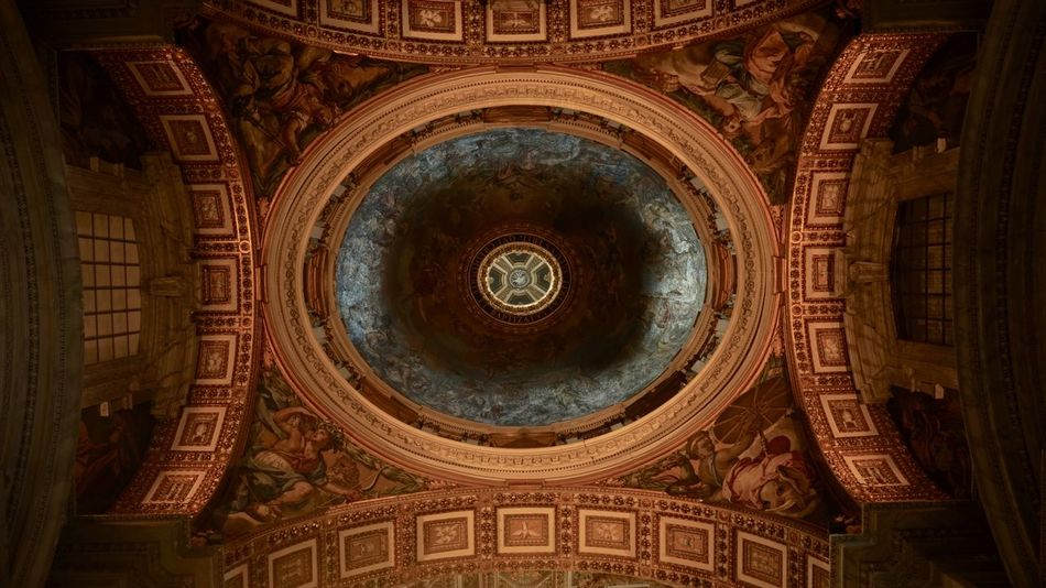 Ceiling ornament of Basilica in Vatican City. Architecture Basilika Dekoration Mosaic Vatican Vatikan Architecture Building Built Structure Catholic Church Catholicism Ceiling Cupola Decke Dome History Indoors  Low Angle View Ornaments Ornate Peterskirche Religion Spirituality St Peters Basilica The Past
