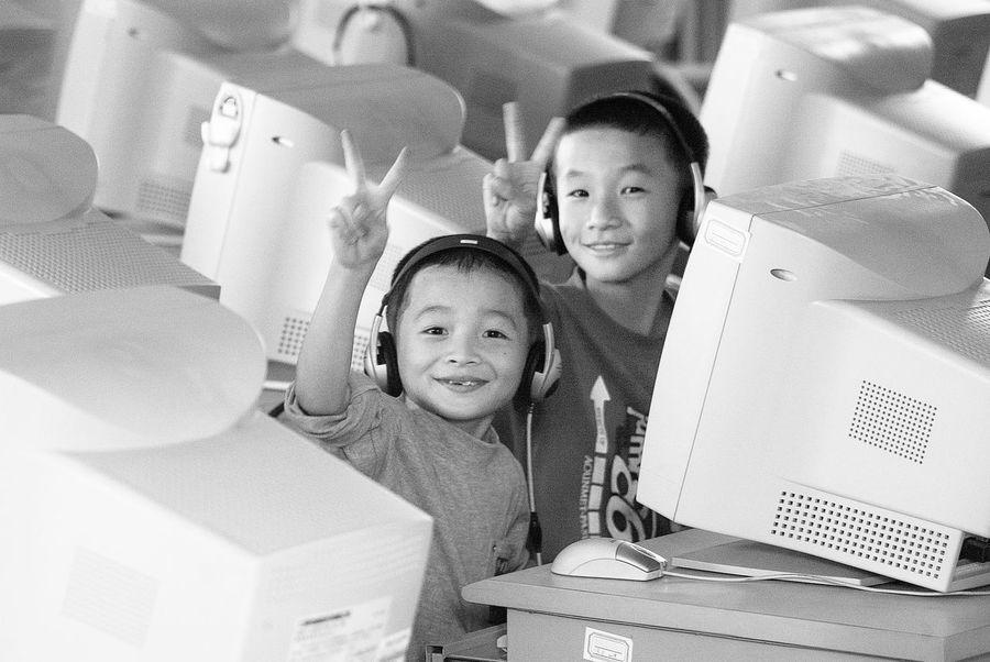 China 2003 Black And White Children China Computer Education Victory