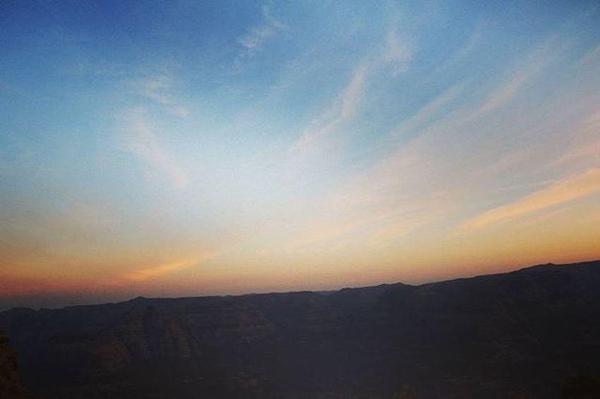 Its Sunday morning on captial of Maratha Empire Earlymorning  SundayFunday Sunrise Wide रायगड दुर्गदुरगेश्वर सुर्योदय भवानी_कडा Trek_moments Friends Sheadsofsky Colors Canon760D Explore Travel Life Love Passion Happy Clouds Maharashtra_ig Insta_maharashtra