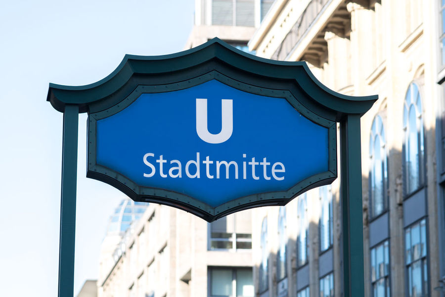 Stadtmitte U-Bahn underground station sign. Stadtmitte (City Centre) is a Berlin U-Bahn station located on the U2 and the U6 in the Mitte district Metro Stadtmitte U-Bahn U-Bahn Berlin Ubahn Berlin UbahnStation Underground Station  Information Information Sign Metro Station No People Outdoors Sign Subway Station Ubahn Ubahn Station Ubahnberlin