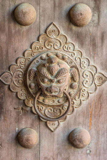 A door knocker in ancient China Ancient Animal Face Animal Head  China Decoration Door Door Cymbals Old-fashioned Open The Door Pull Rings Tradition Entrance Door Knocker Craft Art And Craft Close-up No People History Metal Architecture Ornate The Past Wood - Material Carving - Craft Product Knob Old Day Antique Wood Gothic Style