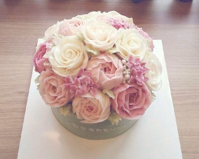 HappyBirthday Birthday Birthday Cake For Mom Hi! Taking Photos Flowers Check This Out Blossom Beautiful Mother Happybirthdaymom  FlowerCake Flower Happyday Enjoying Life Sweet Sweetday♡ Ilovemom Cake